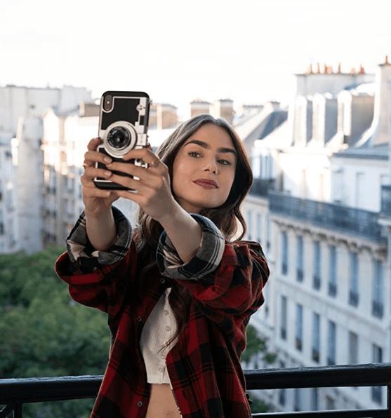 Screenshot_2020-10-30 Emily in Paris (2020)(11)