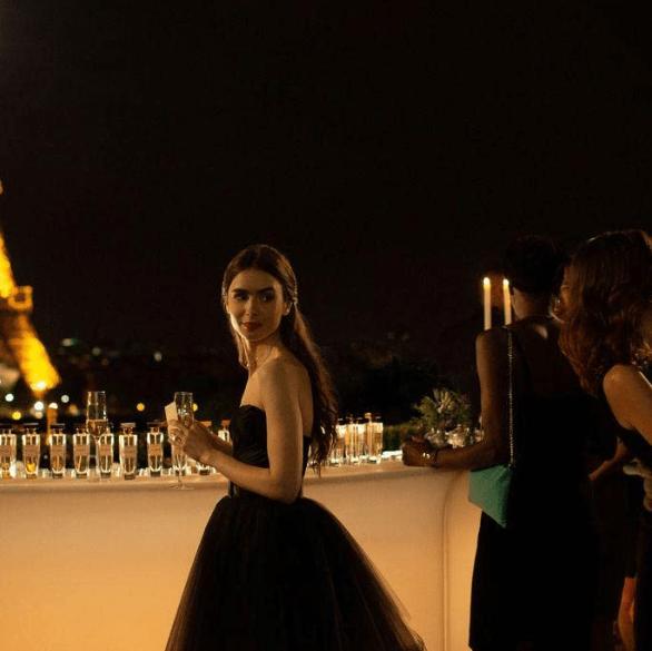 Screenshot_2020-10-30 Emily in Paris (2020)(5)